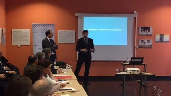 Una de las sesiones sobre fiscalidad organizadas por Ibercaja en Huesca