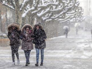 Caminando entre la nieve en Burgos