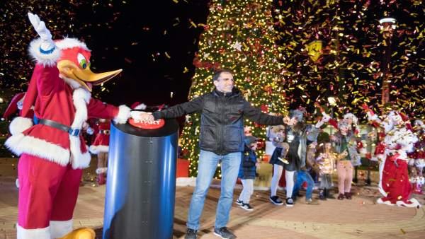 Ferrari Land ilumina su árbol de navidad con deseos de los niños