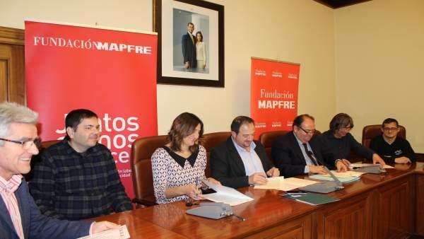 Firma del convenio en la Diputación de Teruel.