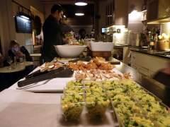 La 'apericena', la versión barata del aperitivo italiano para cenar en Roma