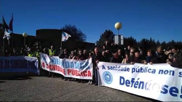 Imagen de la protesta ante el Hospital do Salnés