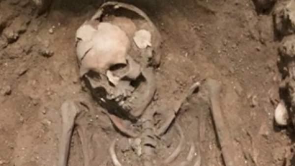 Esqueleto hallado en las excavaciones de la Plaza Manises de València