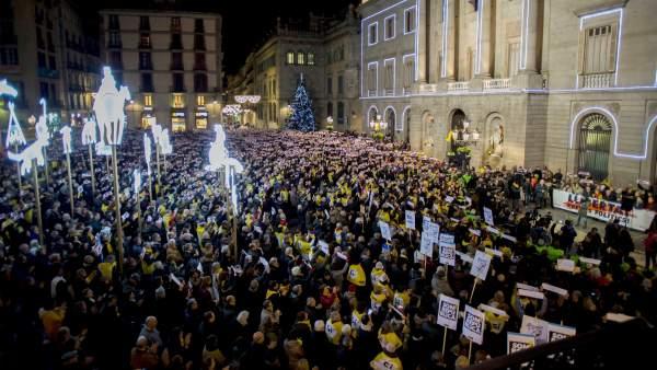 Concentración en la plaza de Sant Jaume