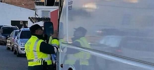 'La Guardia Civil Denunció Al Conductor De Un Autobús Escolar Que Dio Positivo E