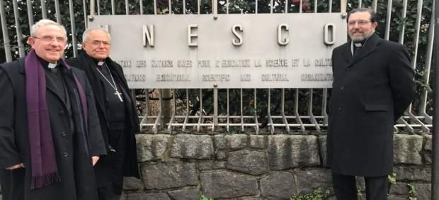 Demetrio Fernández,Manuel Pérez Moya y Fernando Cruz Conde en la Unesco en París