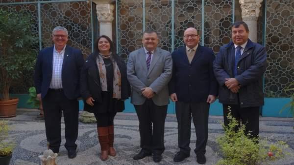 Zurera (centro), junto a integrantes de la Mesa de Regadío