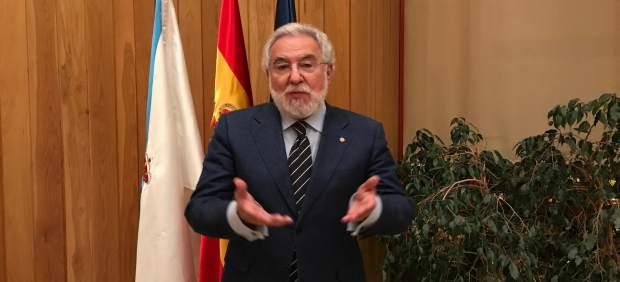 El presidente del Parlamento, Miguel Santalices, con Europa Press