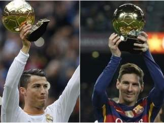 Cristiano Ronaldo y Messi levantan su respectivo Balón de Oro.