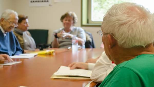 Personas mayores, universidad de mayores, reuniones de jubilados
