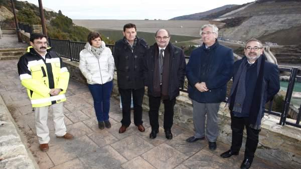 Lambán visita la presa de Yesa.