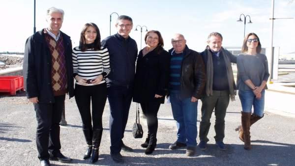 Carmen Crespo junto al alcalde y concejales de Adra (Almería)
