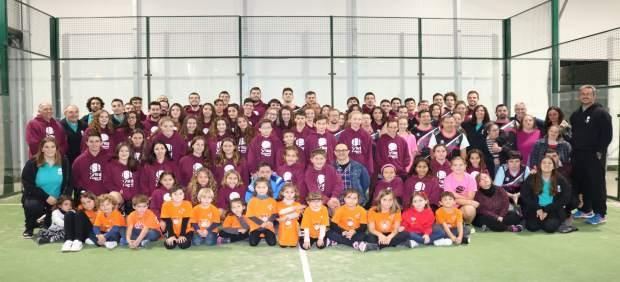 Foto de familia de los equipos de baloncesto de Viu l'Esport