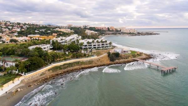 Punta doncella senda litoral estepona peatonal madera pasarela costa urbano bend