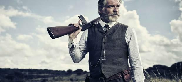 Pierce Brosnan es Eli McCullough en The Son