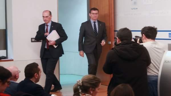 El presidente de la Xunta y el conselleiro de Sanidade tras el Consello.