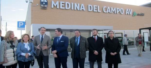El ministro inaugura la estación del AVE en Medina del Campo.