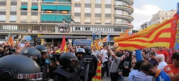 Manifestación el 9 d'Octubre que se saldó con detenidos por agresiones ultras