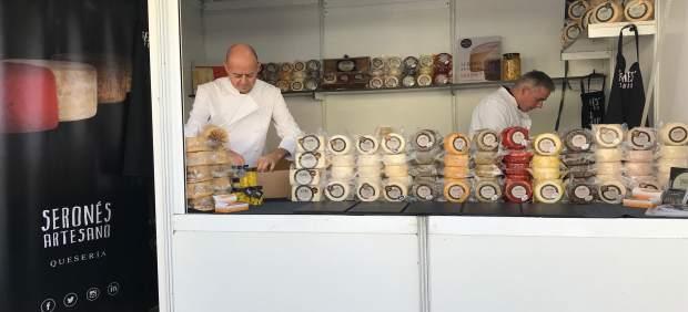 Serones Artesano ofrece una amplia variedad de quesos de cabra gourmet.