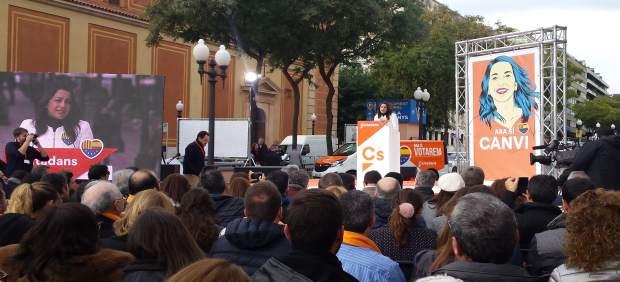 Inés Arrimadas en un acto en Tarragona