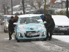 El temporal de nieve y fuertes vientos obliga a cancelar 141 vuelos en España