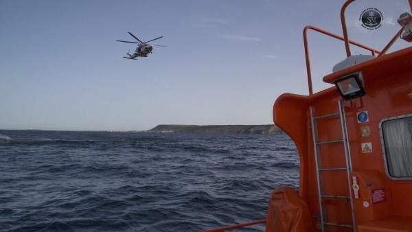 Helicóptero en el mar