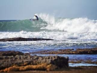 Cualquier día del año es posible ver surfistas en las olas de Ericeira.