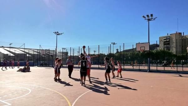 Baloncesto actividades extraescolares puerta oscura málaga colegios niños deport