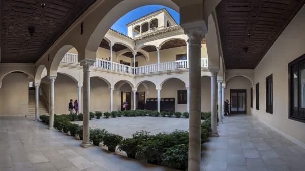 Museo picasso málaga interior pinacoteca cultura arte exposición patio picasso