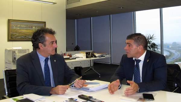 Martín se reúne con el alcalde de Argoños