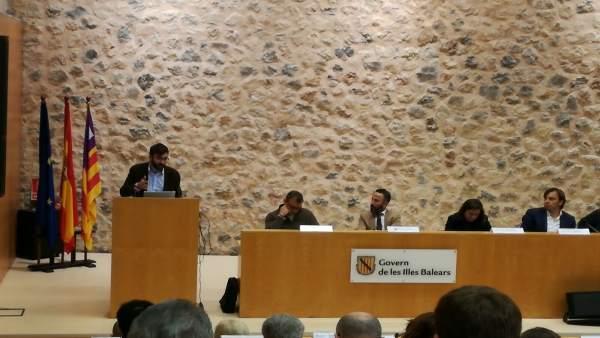 Los directores generales de Movilidad y Energía en la Asamblea de alcaldes