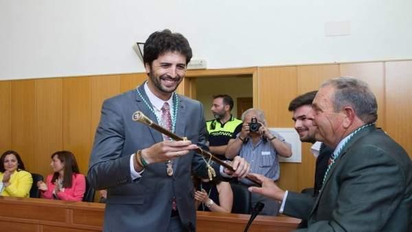 El alcalde de San José del Valle, del PSOE, el día de su investidura