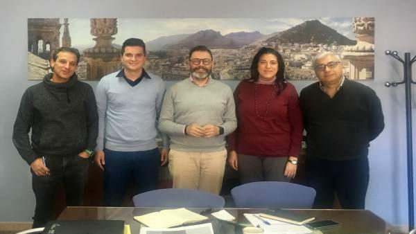 Valdivielso (c) junto a representantes de la Asociación gremial del Taxi de Jaén