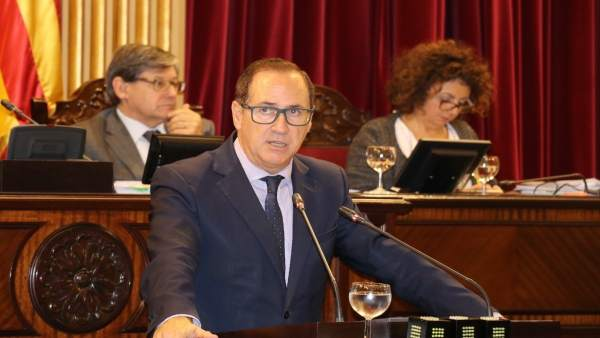 Juan Manuel Lafuente en el pleno del Parlament