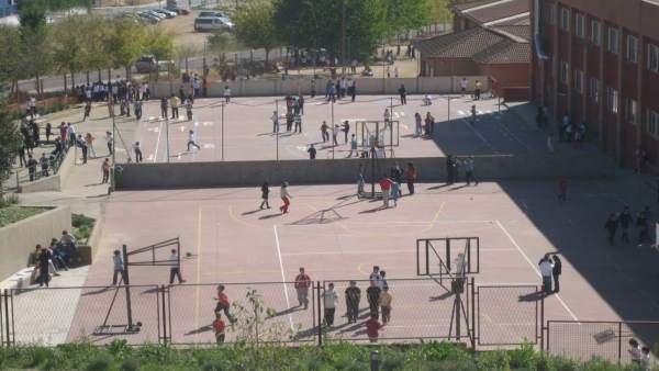 Patio colegio deportes deportivas niños escolares extraescolares ruido málaga