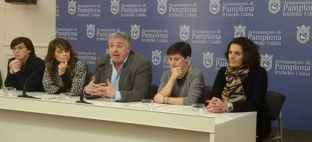Joseba Asiron con Edurne Eguino Maider Beloki, Laura Berro e Itziar Gómez