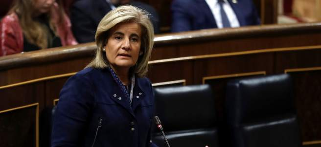 La ministra de Empleo, Fátima Báñez, en la sesión de control al Gobierno