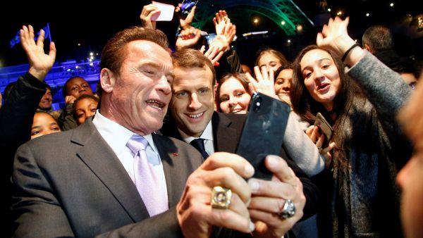 Peticiones locas de Photoshop: finge un selfi con famosos