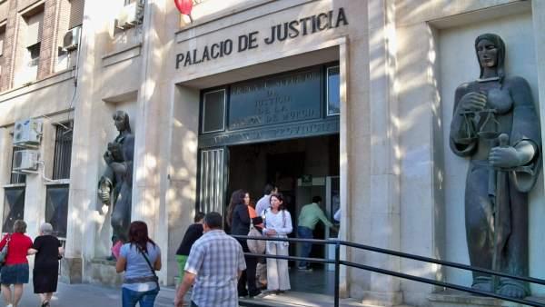 Puerta De Los Juzgados De Murcia