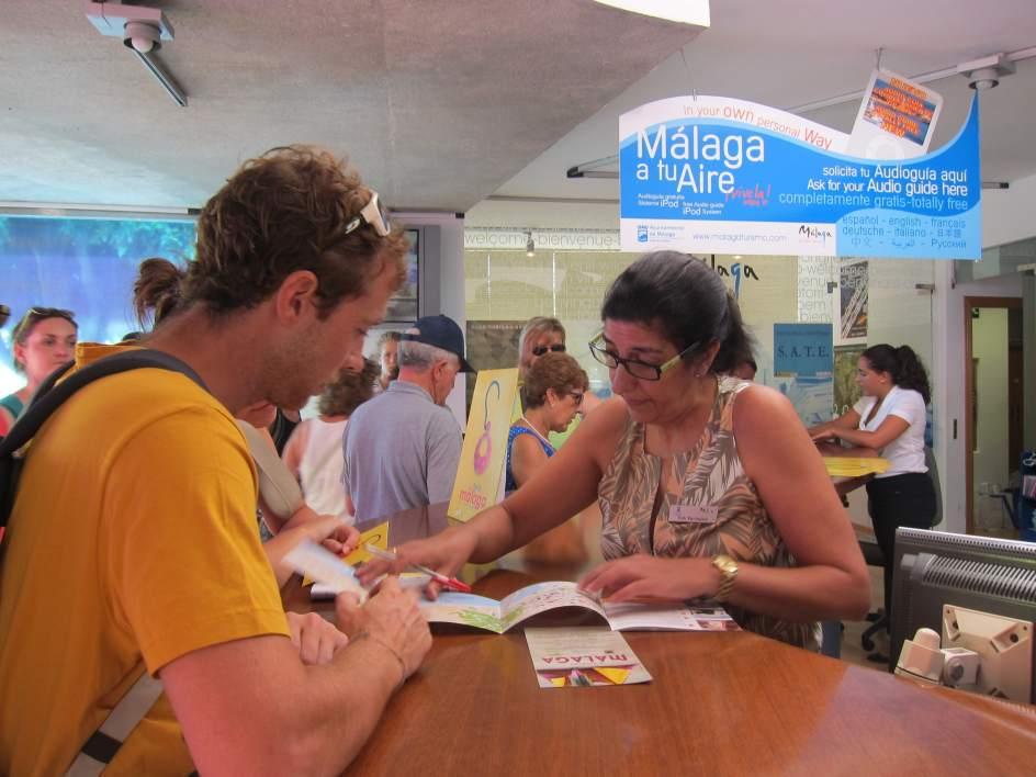 Turismo el n mero de viajeros atendidos en las oficinas for Oficina de turismo de toledo capital