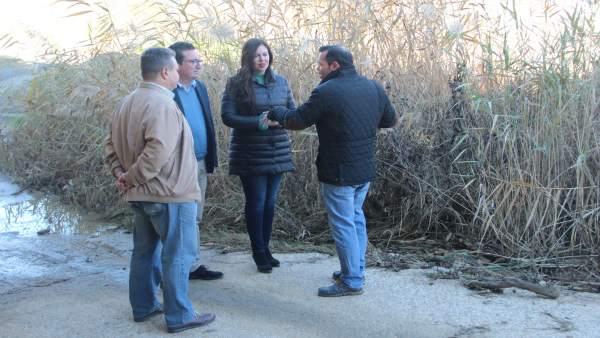 Visita al arroyo de Chucena de dirigentes del PP de Huelva.