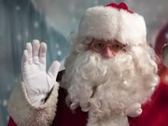 Niños brasileños apedrean a un Papá Noel que se quedó sin caramelos