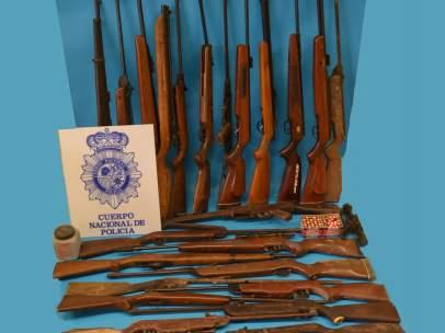 Armas halladas en una casa de Linares (Jaén), junto a dos explosivos
