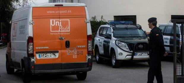 La Guardia Civil detiene al director general de Unipost y registra su sede por el 1-O