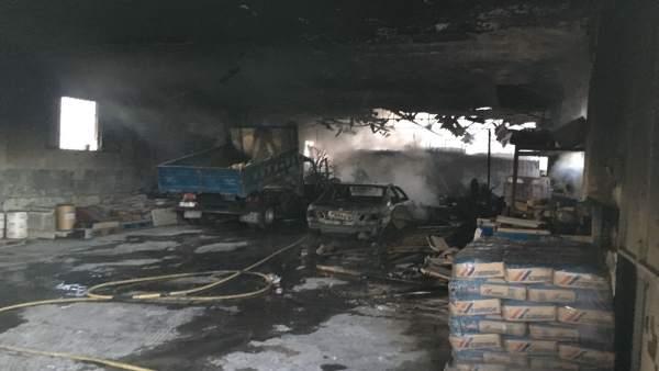 Nave de Mantenimiento Urbano de Jaén afectada por el incendio.