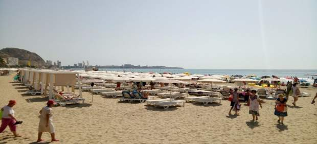 La playa de El Postiguet, este lunes