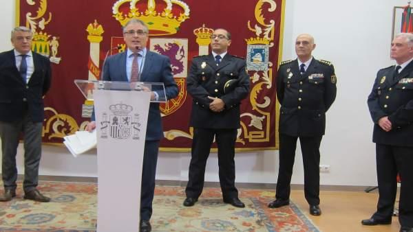 Rueda de prensa sobre operación policial.
