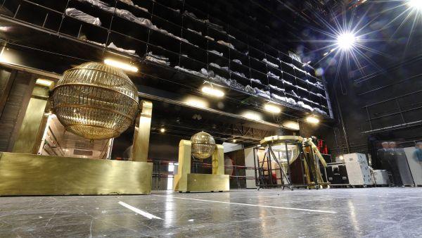 Los bombos de 'El Gordo', en el Teatro Real
