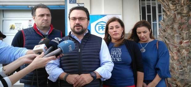 Asier Antona atiende a los medios