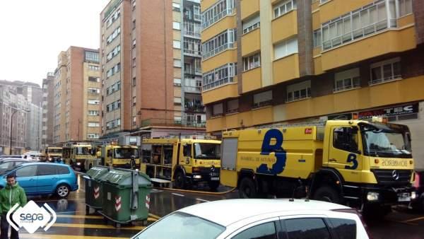 Incendio urbano en Avilés, Bomberos de 112-Asturias